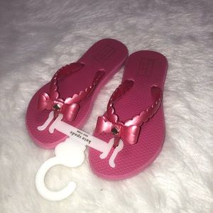 NWT Kate spade pink scalloped flip flops with bow